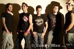 Shane is right in the middle, posing with his band Jommy Was